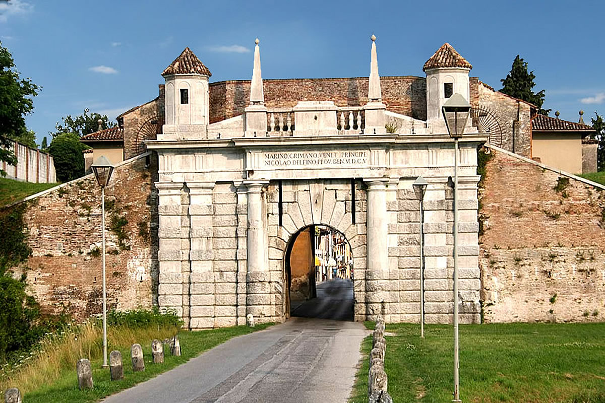 Palmanova veduta della porta d'entrata medioevale storica