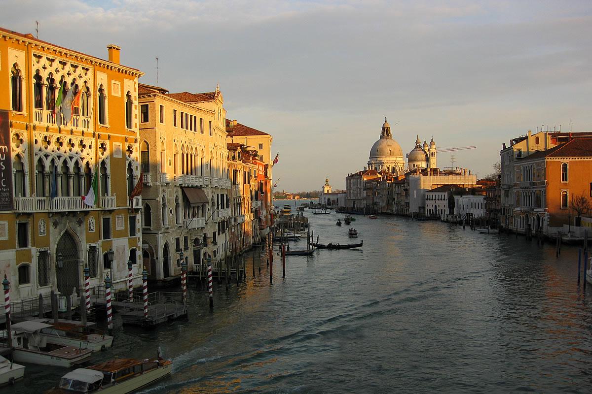 Venezia Canal Grande con veduta della Basilica di San Marco