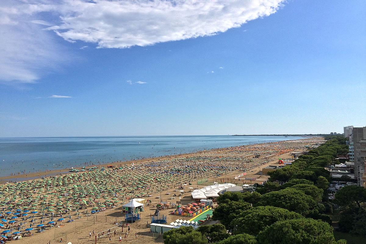 Matrimonio Spiaggia Lignano : Lignano spiaggia scopri ombrelloni gazebi e zone balneari