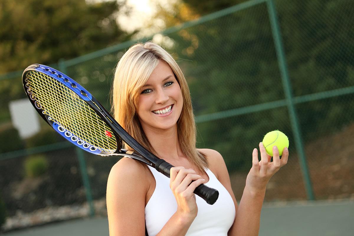 Corsi di tennis con una ragazza