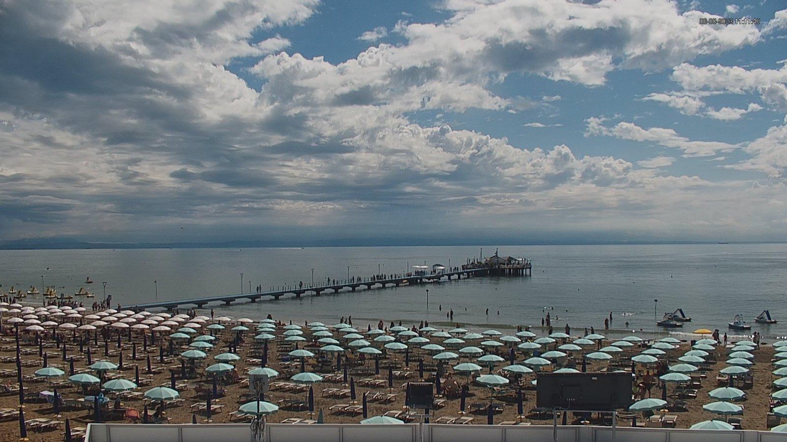 Webcam in Lignano Pineta mit Blick auf den Pontile und den Strand