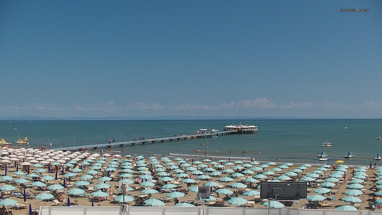Webcam a Lignano Pineta, veduta sulla spiaggia e pontile