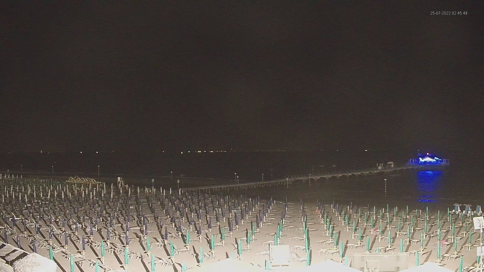 Webcam in Lignano Pineta view onto the pontile and the beach