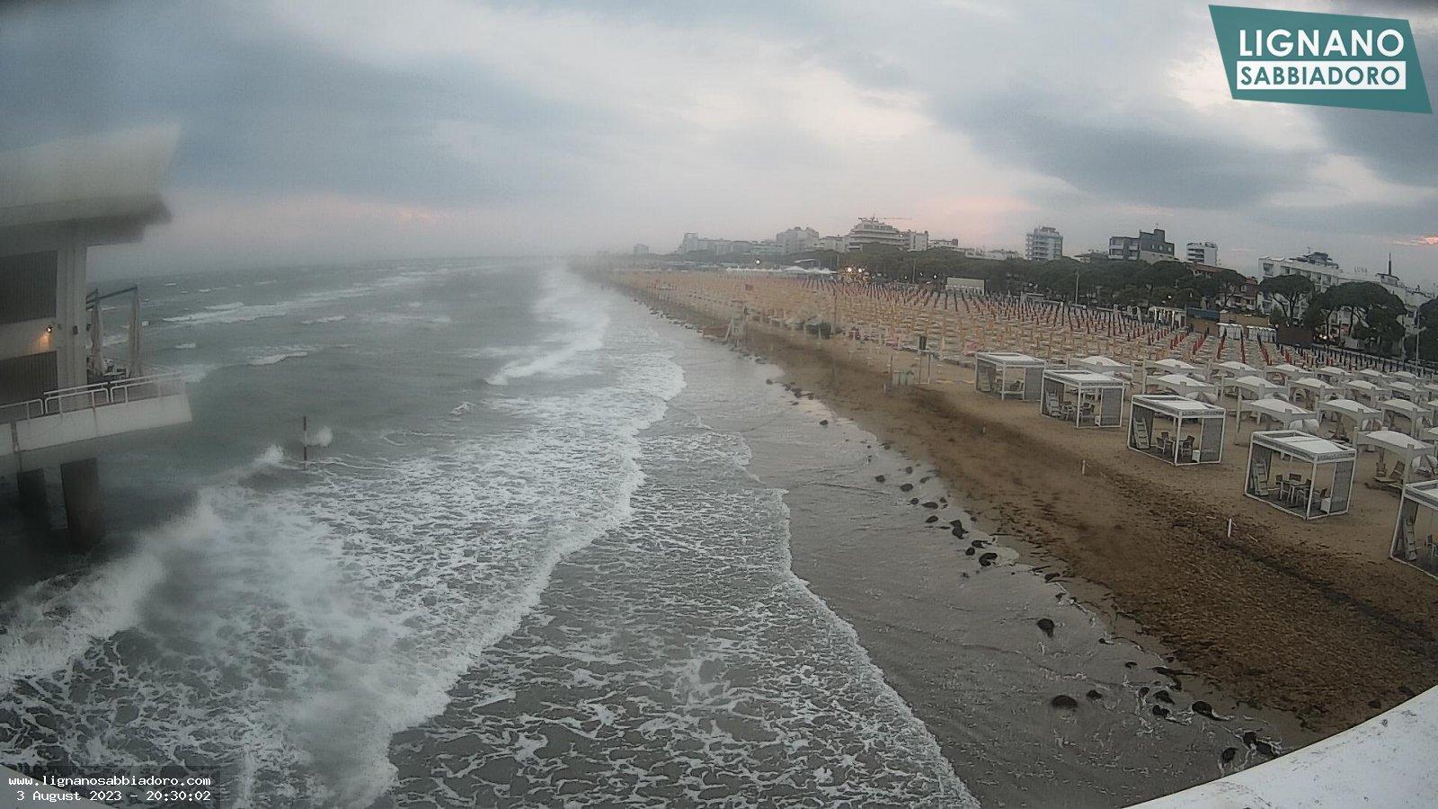 Vista della spiaggia di Sabbiadoro in direzione nord-est