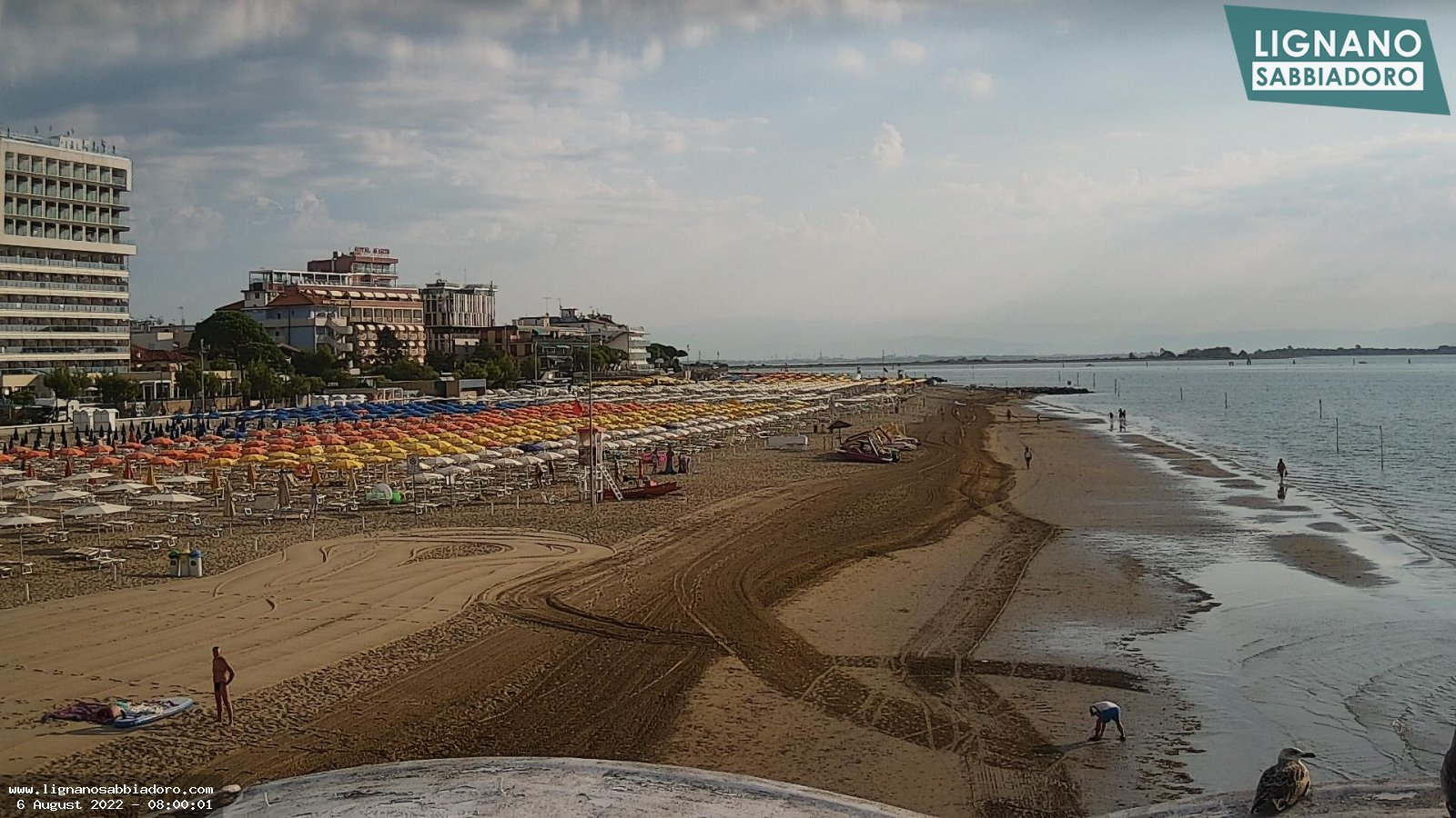 Webcam in Lignano Sabbiadoro, panoramic view onto the VIP gazebos on the beach